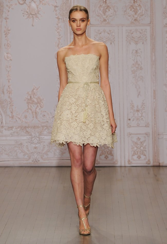 3monique-lhuillier-short-lace-wedding-dress-01