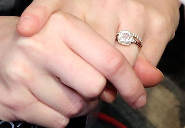 3celeb-engagement-rings-article04