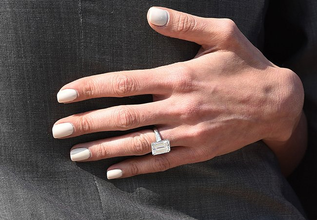 6celeb-engagement-rings-article06