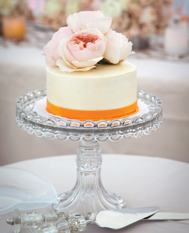7simple-white-orange-wedding-cake