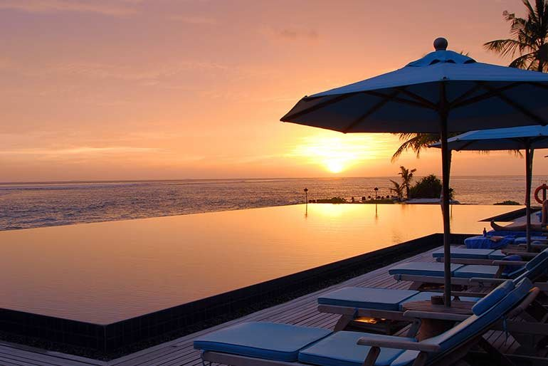 Anantara-Veli-pool-at-sunset