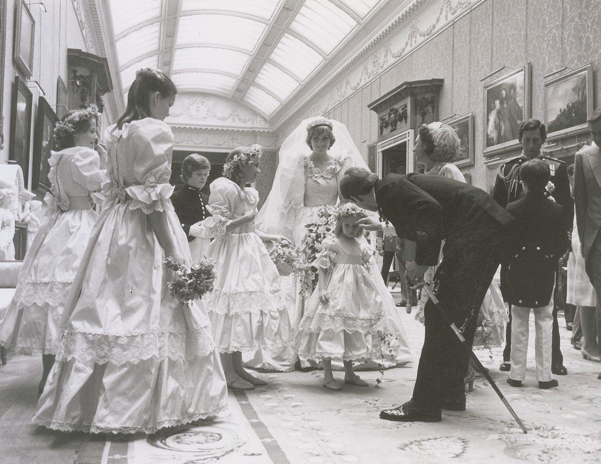 unpublished-photographs-princess-diana-princes-charles-wedding (1)