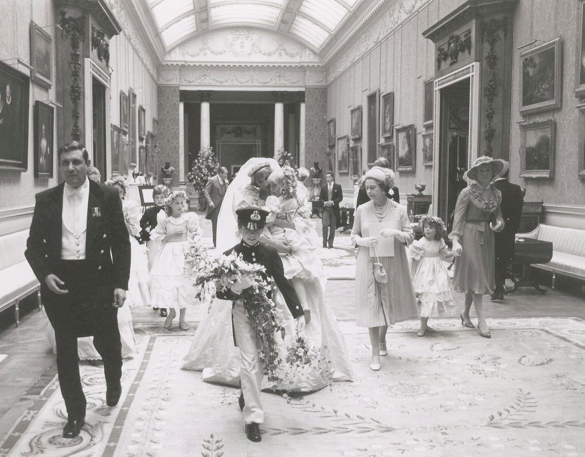 unpublished-photographs-princess-diana-princes-charles-wedding (2)