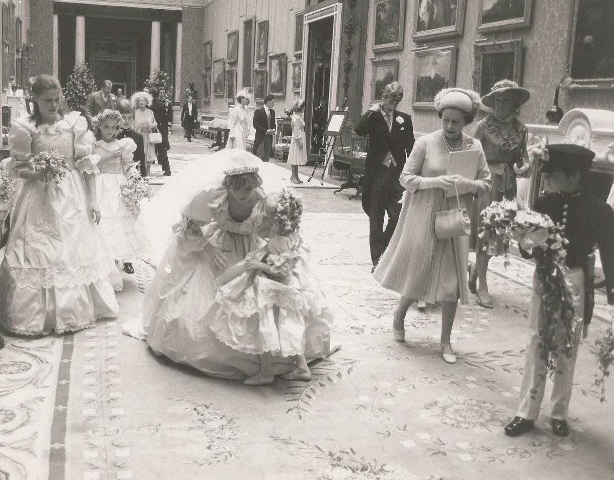 unpublished-photographs-princess-diana-princes-charles-wedding (3)