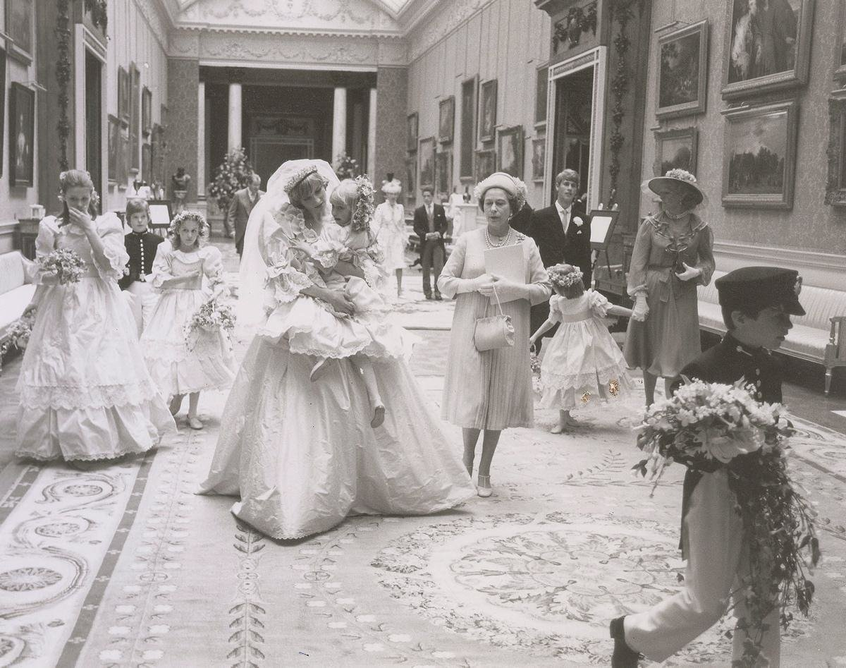 unpublished-photographs-princess-diana-princes-charles-wedding (4)