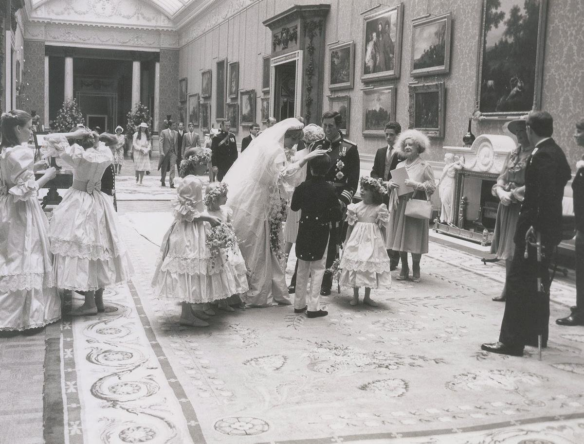 unpublished-photographs-princess-diana-princes-charles-wedding (5)