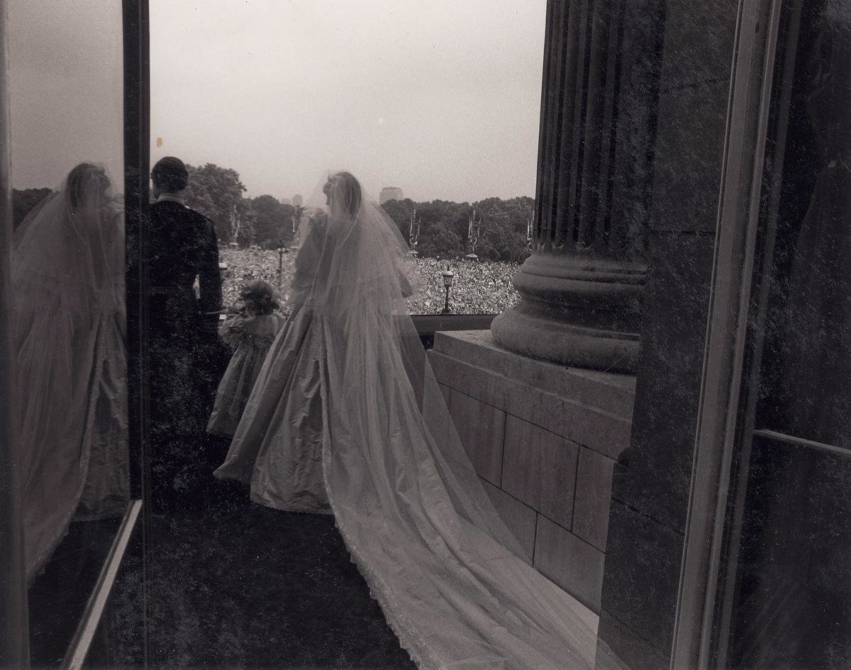 unpublished-photographs-princess-diana-princes-charles-wedding (6)