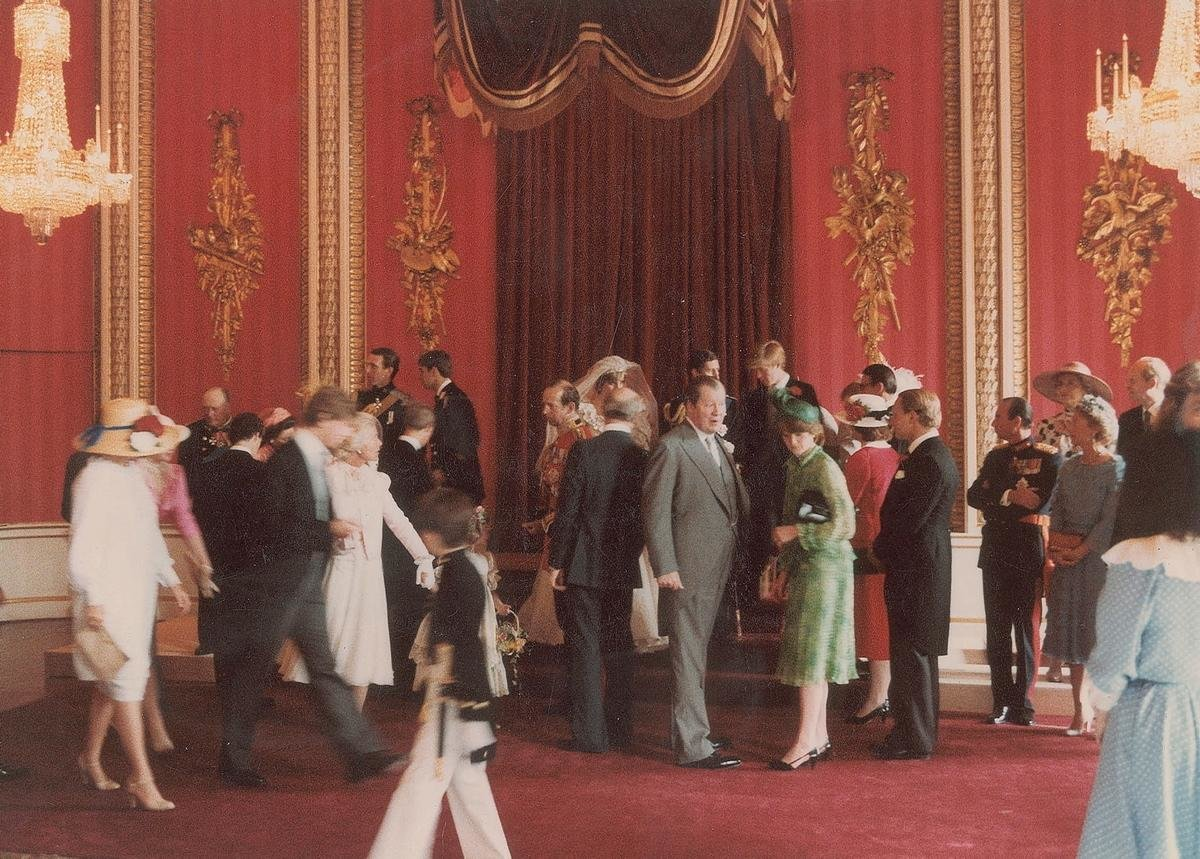 unpublished-photographs-princess-diana-princes-charles-wedding (7)