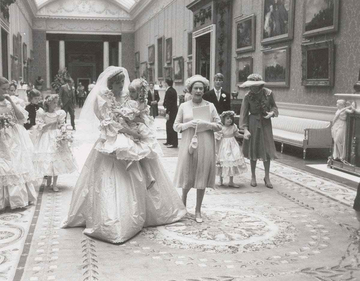 unpublished-photographs-princess-diana-princes-charles-wedding
